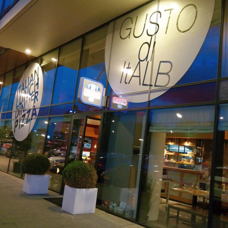 Gevel Italiaans restaurant Gusto do Italb Den Haag