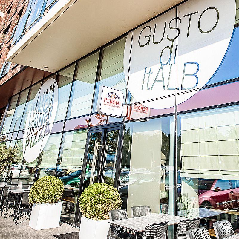 Terras van Italiaans restaurant Gusto Di ItALB in Den Haag