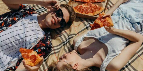 Pizza op het strand, foto: Maksim Goncharenok Pexels 4348786